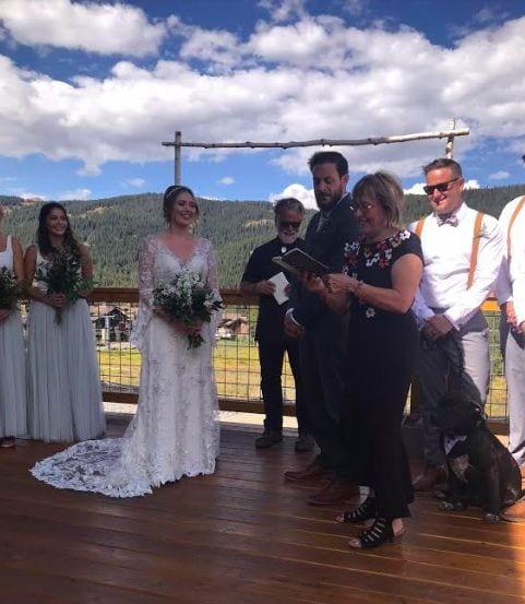 Жених и невеста пригласили на свадьбу необычных свидетелей