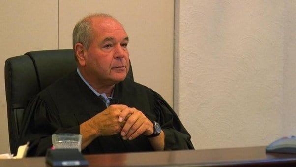 Судья заставляет обидчиков животных прочувствовать свои преступления на собственной шкуре