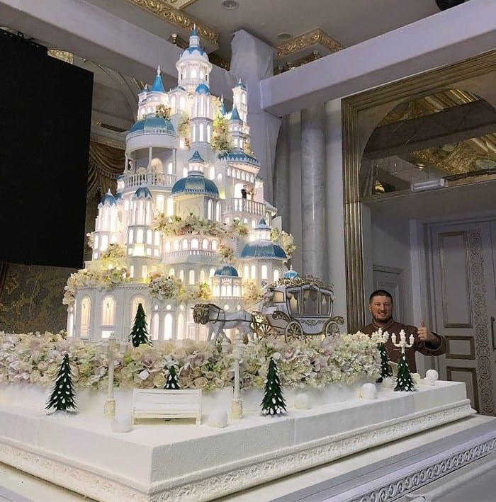 ВИДЕО: Торт за 179000 долларов на казахстанской свадьбе