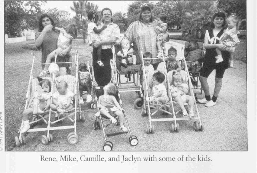 За 40 лет пара усыновила 88 детей-инвалидов с тяжелыми диагнозами