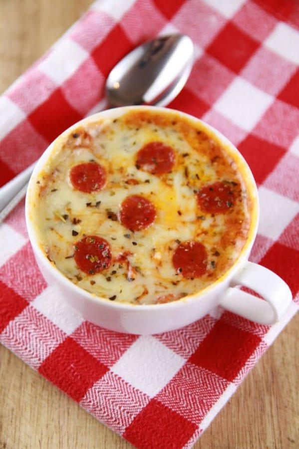 Рецепт пиццы в кружке, которая готовится за 5 минут