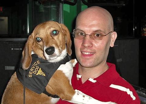 Собака спасла хозяина-диабетика от смерти и получила награду