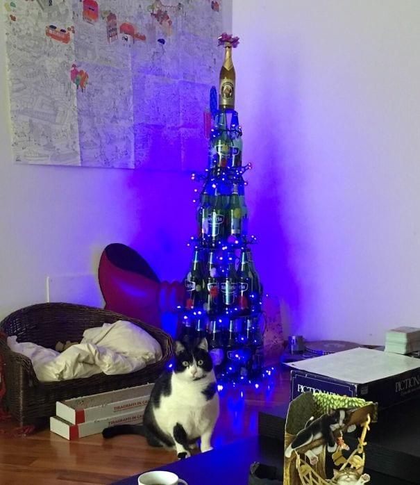 25 фото гениальных способов защиты новогодней елки от животных