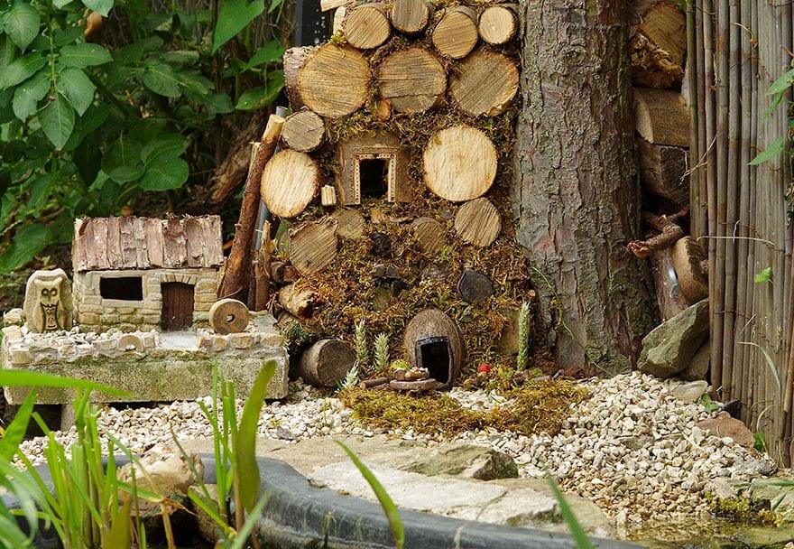 Фотограф нашел в своем саду мышей и сделал для них сказочный городок