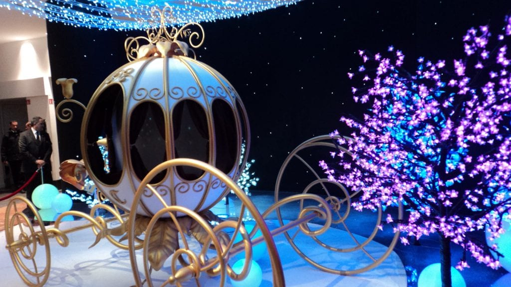 33 оригинальные рождественские витрины со всего мира