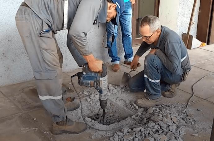 Люди услышали, что под землей кто-то плачет, и настояли на вскрытии бетонного пола